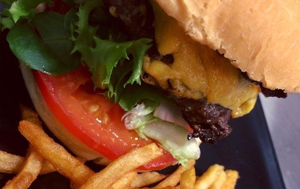 Burger 'a tu gusto' con ración y bebida
