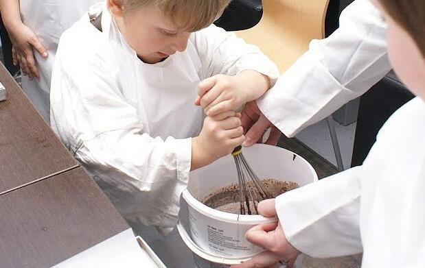 ¡Con las manos en el chocolate!