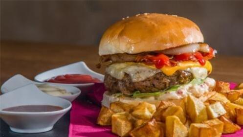 Menú de 2 hamburguesas, sándwich o bocadillos a elegir