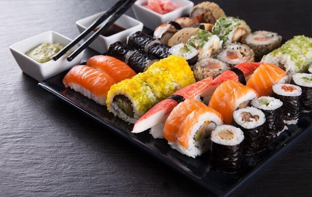 """Elige bandeja de 12, 24 o 32 piezas """"take away"""" en Jenny Sushi del Mercado San Martín"""