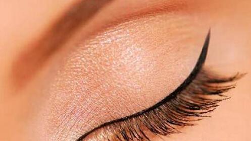 Micropigmentación de eyeliner superior en centro Eugenia Arrieta