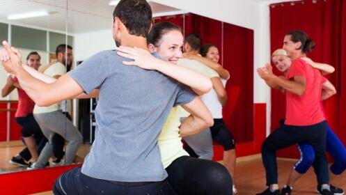 4  clases de bailes latinos,  zumba y bachata