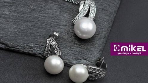 Pendientes, colgante y cadena con perlas y circonitas