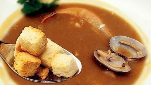 Exquisito menú tradicional con productos de la tierra