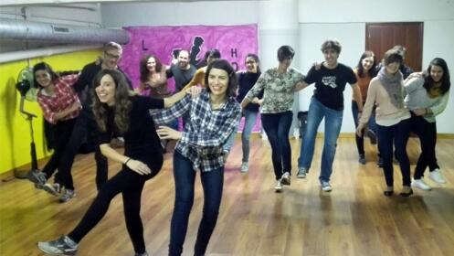 4 clases de baile de hora, u hora y media para empezar a partir del  2 de octubre