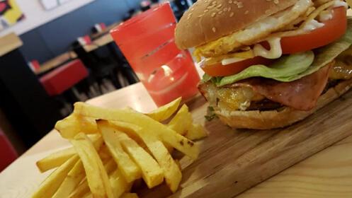 Deliciosa hamburguesa en Taberna Badin