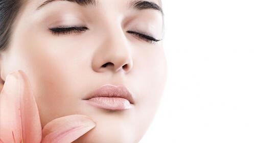 Mesoterapia facial con  ácido hialurónico y cóctel de vitaminas